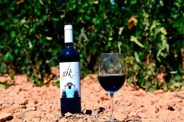 Le vin bleu, la boisson qui fait hurler les sommeliers Sans_549
