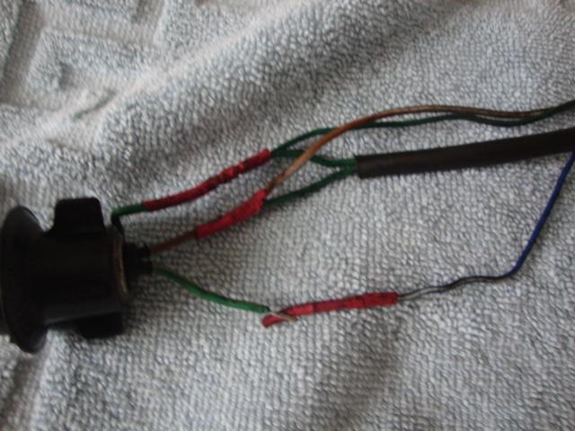 Ou trouver les supports ampoules des lampes de top case???????? Dsc03812