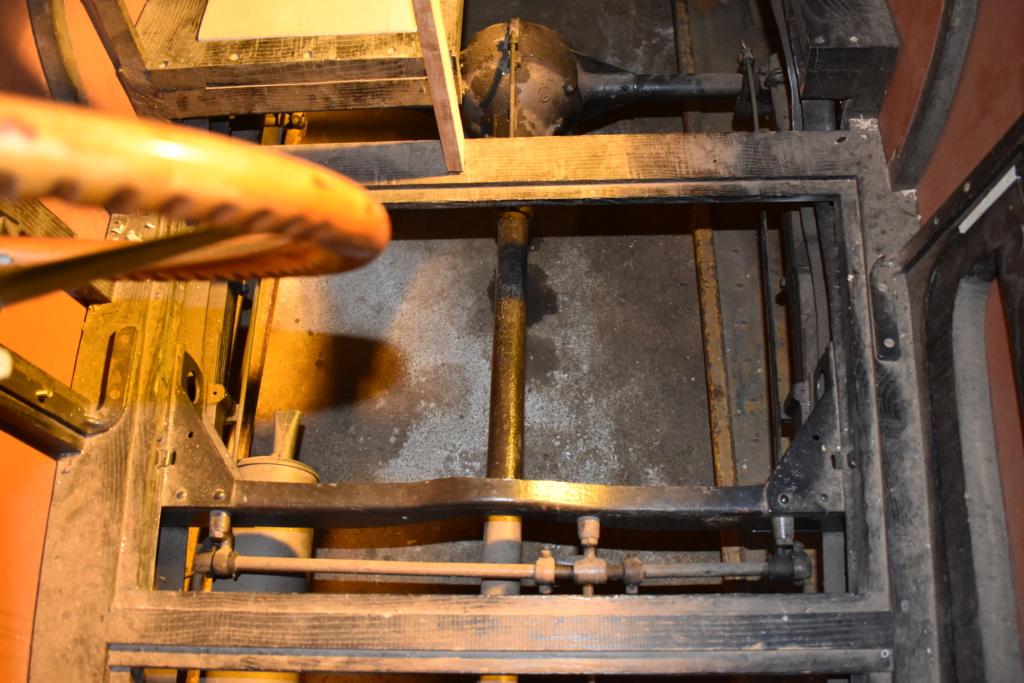 Positionnement précis des axes strapontin trois places décalées conduite à droite. Dsc_0313