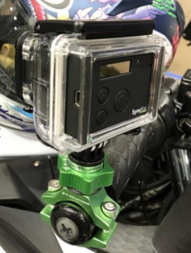 FILMER EN RM / Fixations GoPro sur moto, Support caméra, accessoire vidéo - Page 2 Poigne10