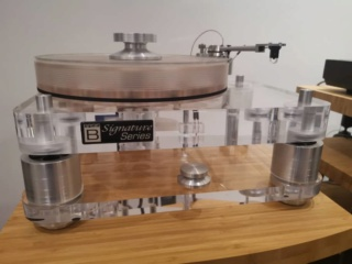Basis Audio 2800 signature Diamond Signature Vacuum Turntable in Clear Acrylic (Used) 57e74210