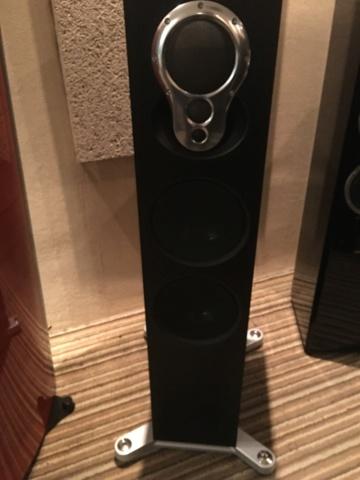 LINN Akurate 242 floorstand speakers (Demo) 93433e10