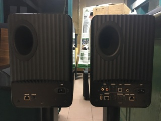 KEF LS50W wireless speaker with KEF speaker stands  (Used) 9cb06f10