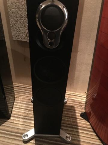 LINN Akurate 242 floorstand speakers (Demo) A12f9f10