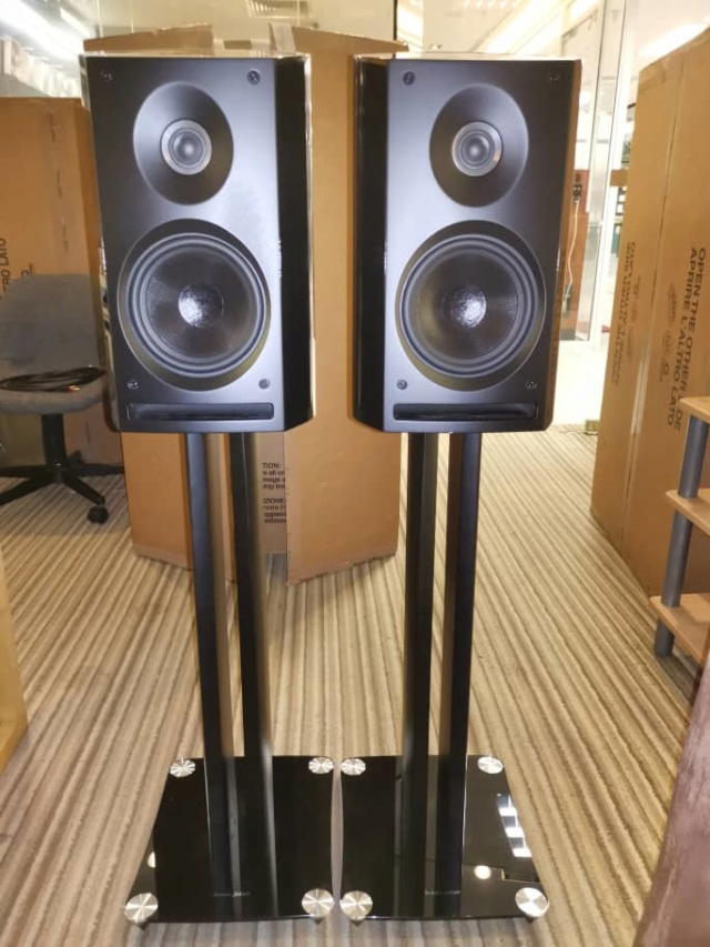 Sold - Sonus Faber Venere 2.0 speaker included original stands B781bc10