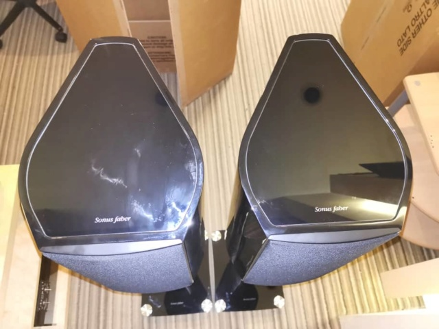 Sold - Sonus Faber Venere 2.0 speaker included original stands Bc3e4e10