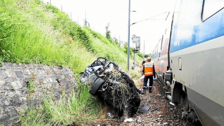 Landerneau. Collision entre un TGV et une voiture : un mort  Photo-12