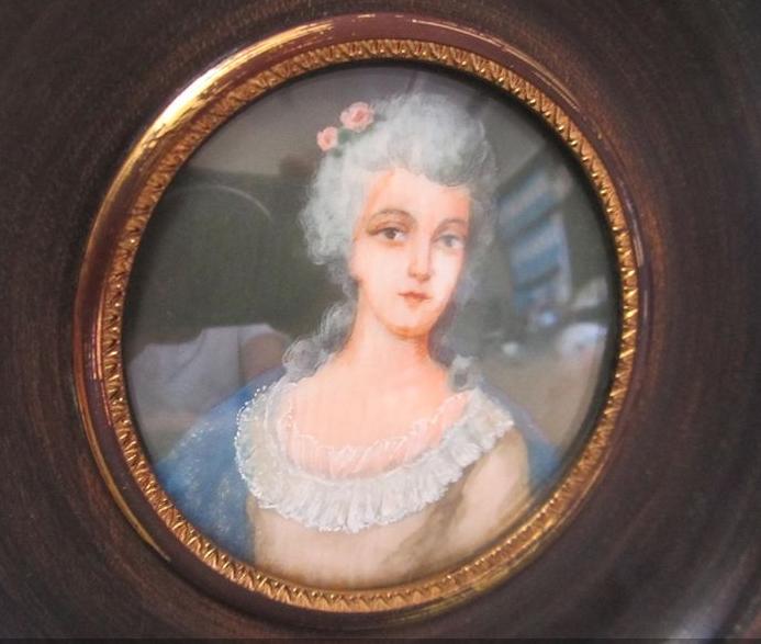 A vendre: miniatures de Marie Antoinette? - Page 7 Zvale210