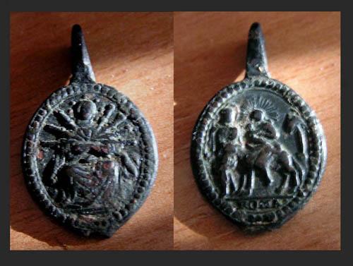Medalla o parte pulsera religiosa (2) Fondo_14