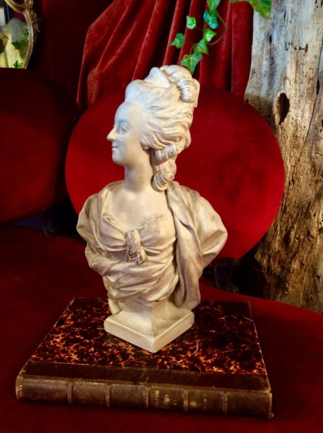 A vendre: bustes Marie Antoinette - Page 8 39393110