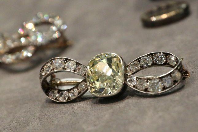 Et si on s'offrait les bijoux de Marie-Antoinette ? Marie_10