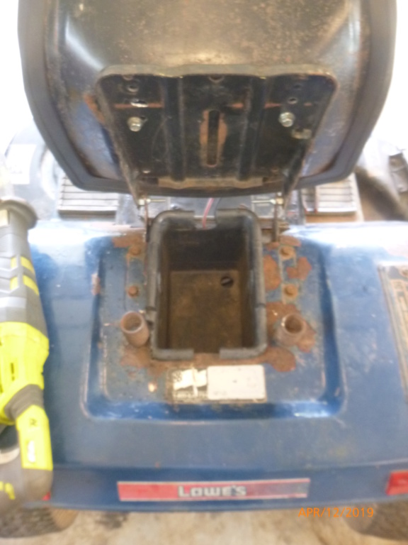Murraymountain's Lawn Tractor Repairs P1100710