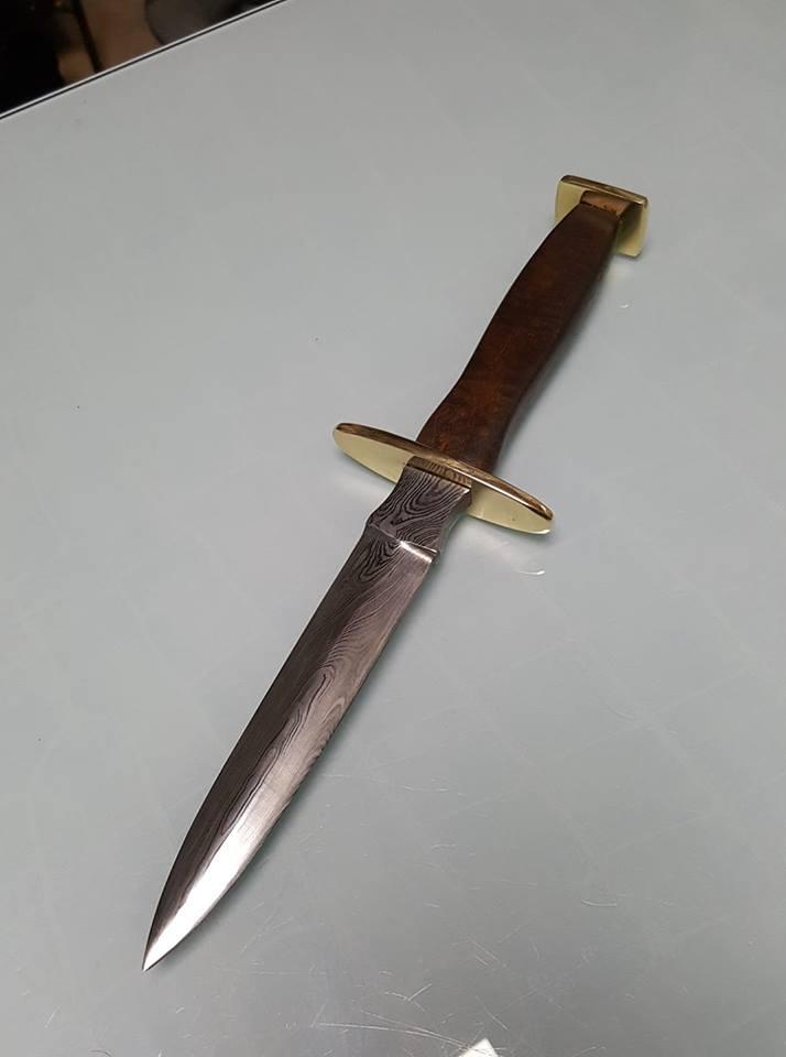 Dague bizarre 58463010