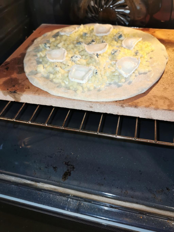 Que pensez vous de mes 2 pizzas ??? Cuisson sur pierre dans four traditionnel  Img_2022