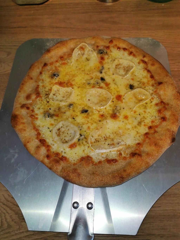 Que pensez vous de mes 2 pizzas ??? Cuisson sur pierre dans four traditionnel  Img_2023