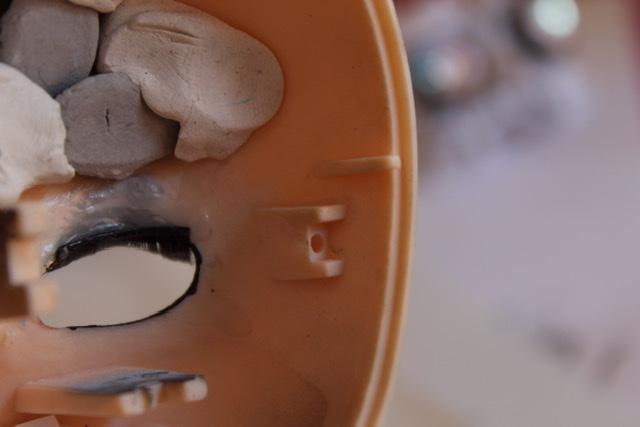 [tuto] Pullip: Poser un mécanisme sans emplacement de vis 2db2a810