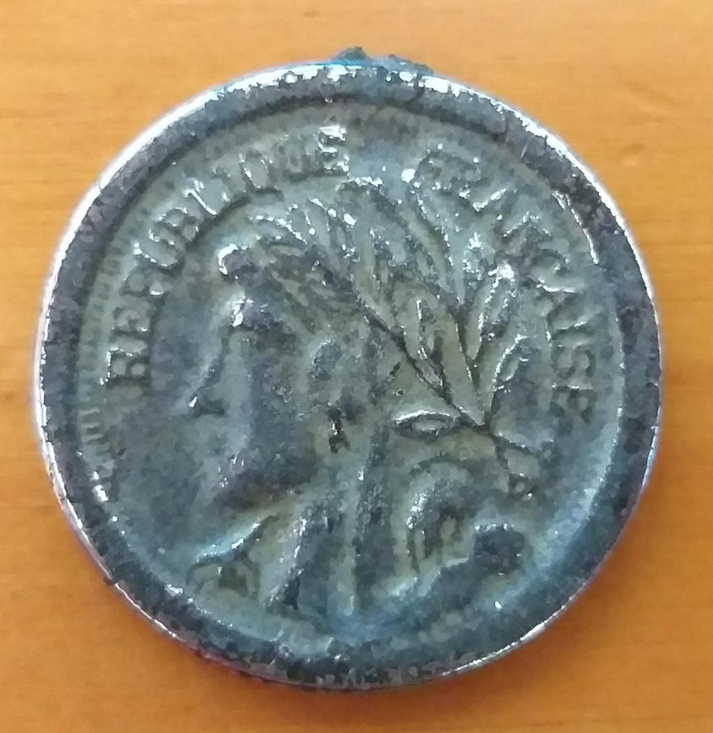 Moneda antigua a identificar (República Francesa) Whatsa11