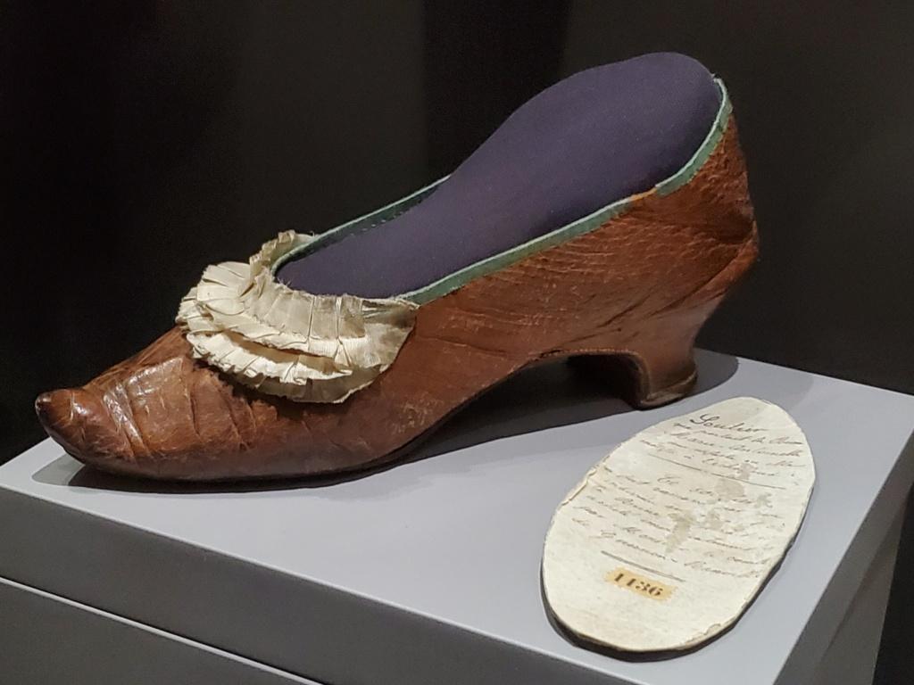 Les souliers et chaussures de Marie-Antoinette  - Page 6 20200713