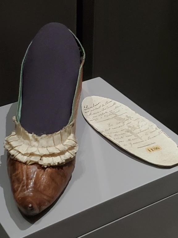 Les souliers et chaussures de Marie-Antoinette  - Page 6 20200714