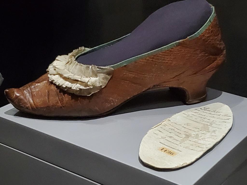 Les souliers et chaussures de Marie-Antoinette  - Page 6 20200717
