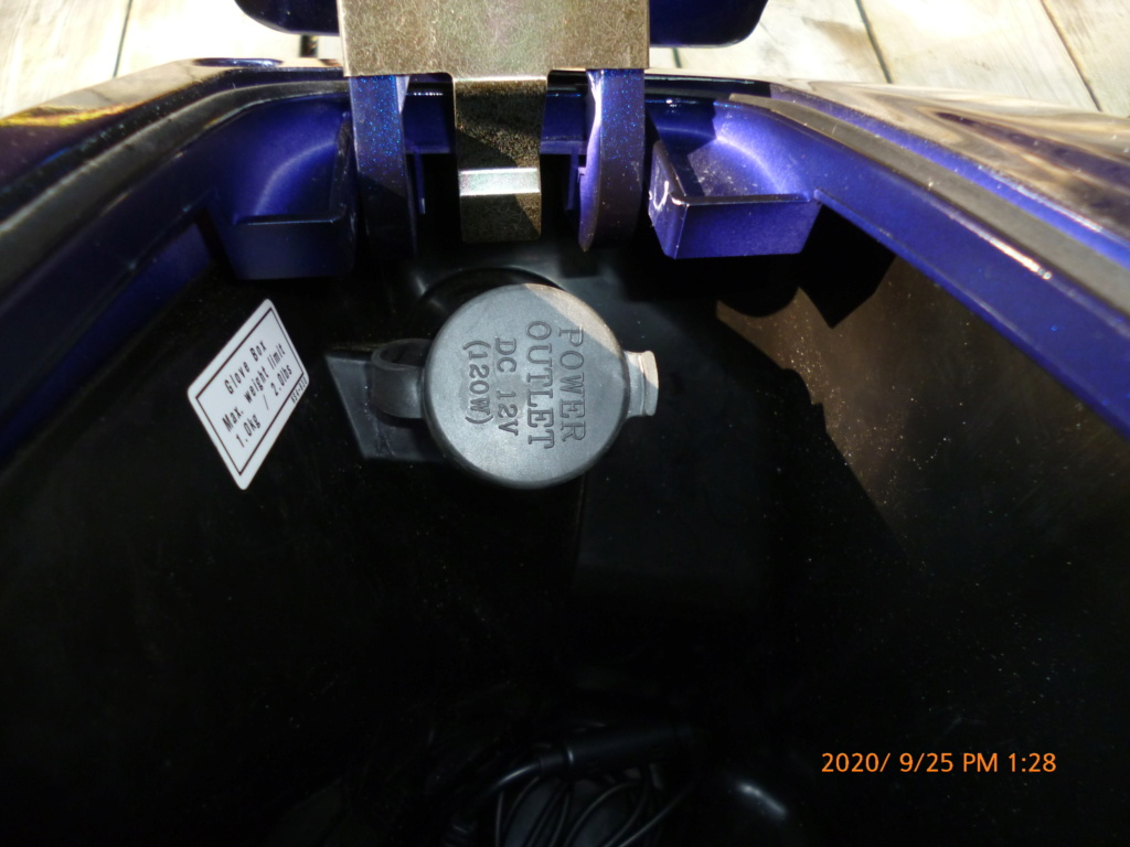 12 Volt Outlet P1020914