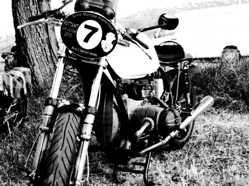 C'est ici qu'on met les bien molles....BMW Café Racer - Page 6 Copie_10