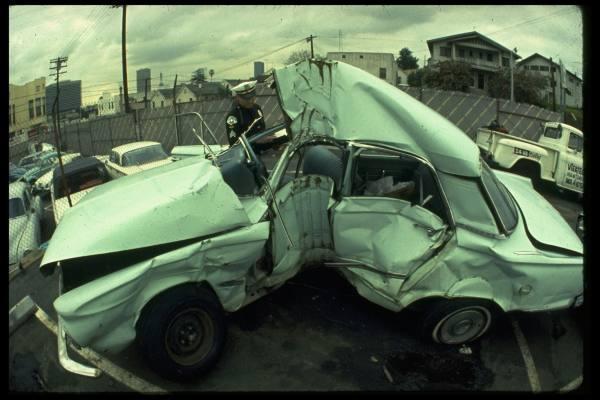 photos de voitures et camions accidentés Akvc1e10