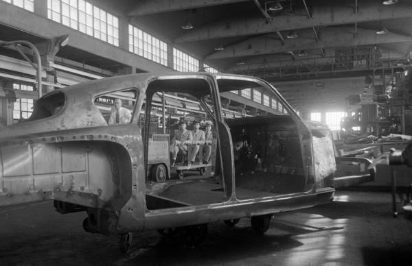 vieille photos  de voitures de tous genre . Amtivj10