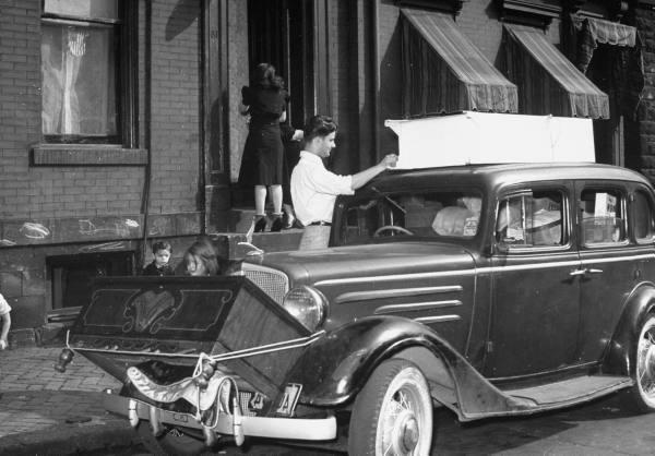 vieille photos  de voitures de tous genre . Anwojh10