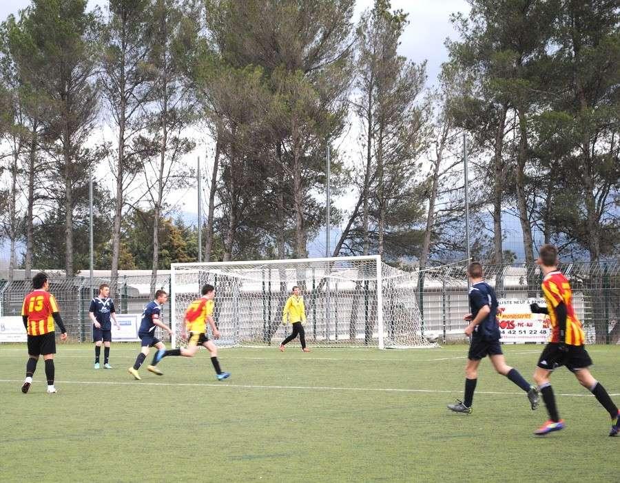 """LA SAINTE VICTOIRE DONNERA AU FC ROUSSET FOOT UN AVENIR """"SACREMENT """" GLORIEUX ! - Page 3 Dsc_0013"""