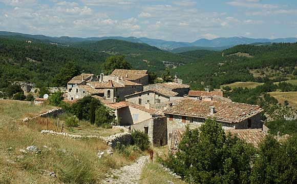 Le village où je suis né: SIMIANE LA ROTONDE (04) Oppede11