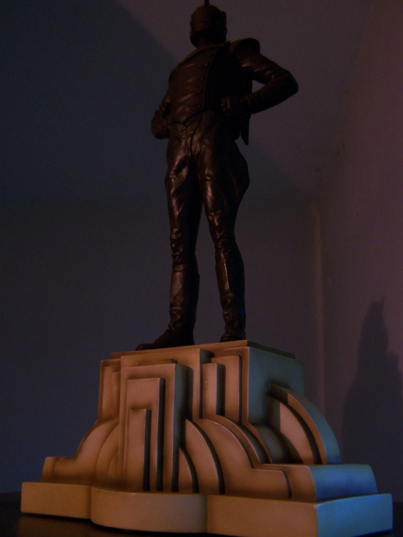 "ROCKETEER ""Faux Bronze"" [statue] 100_8511"