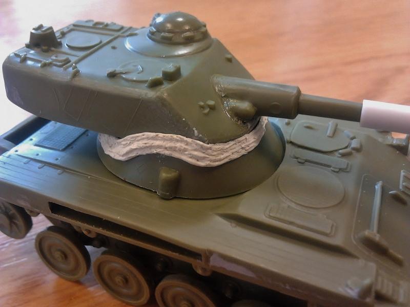 AMX-13 105 [HELLER] 1/72. MAJ 09/05 2013-015