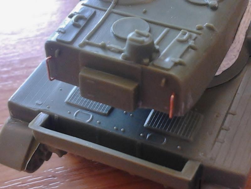 AMX-13 105 [HELLER] 1/72. MAJ 09/05 - Page 2 2013-021