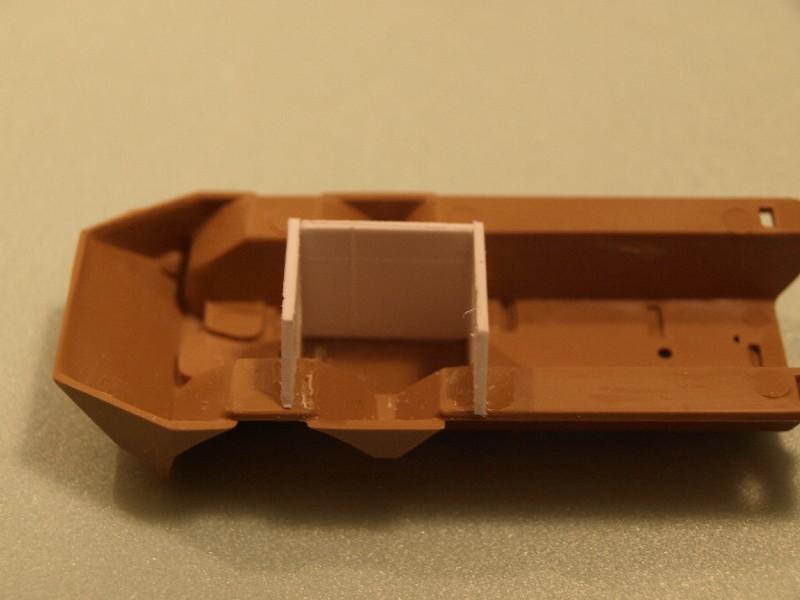 VAB 4x4  [HELLER 1/72]  ---  Montage terminé P1012516