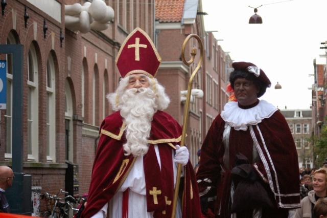 ΧΡΙΣΤΟΥΓΕΝΝΑ ΣΕ ΟΛΗ ΤΗ ΓΗ  και η παράδοση για τα δώρα!  Sinter10
