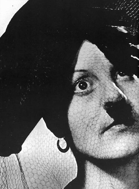 Hitler en revue musicale... Revue10