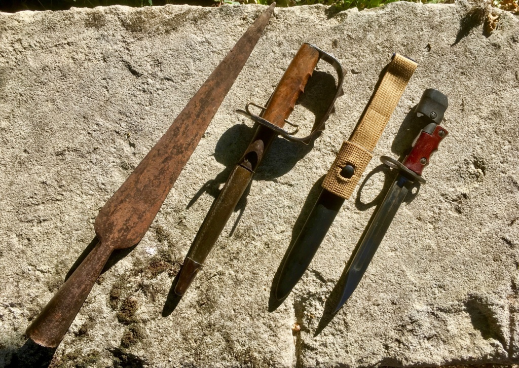 Trois générations d'armes blanches!  Img_e120
