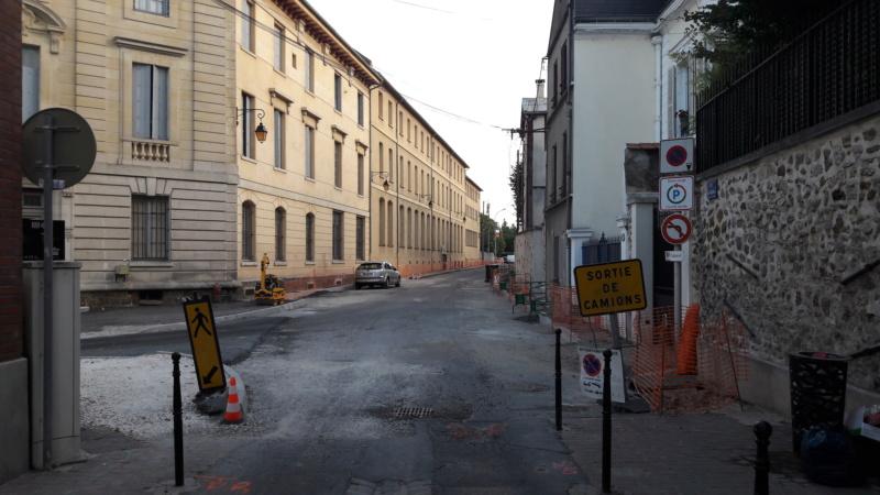 Réfection des rues Courteline et des Ursulines : toujours pas de végétal à l'horizon ! 20190810