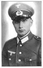 Mort du premier Général Allemand en Normandie. Images12