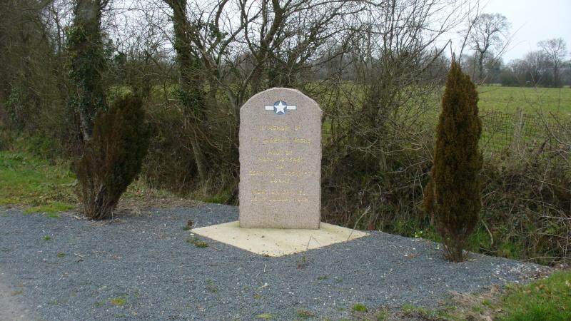 Monument WW2 - Etienville ( Manche - Normandie )  P1090517