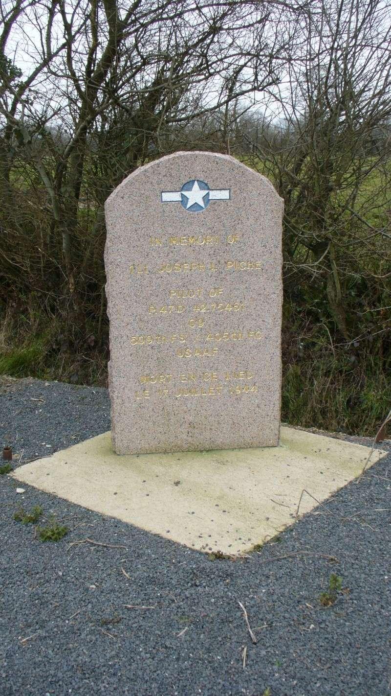 Monument WW2 - Etienville ( Manche - Normandie )  P1090518