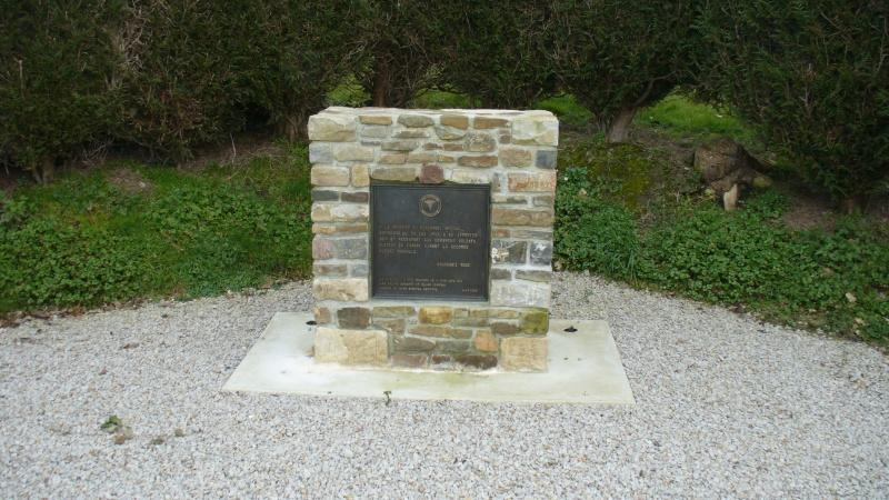 Monument WW2 - Bolleville ( Manche - Normandie )   P1090611