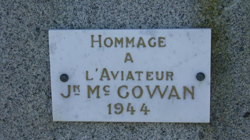 Monument WW2 - Moon-sur-Elle ( Manche - Normandie )   P1090618