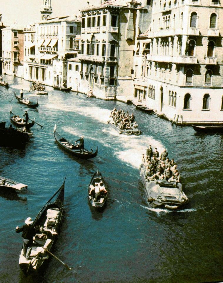 Gondoles et DUKW à Venise. 67015_10