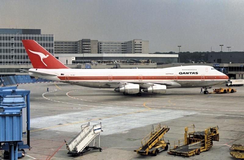 Qantas in FRA Ph-mcf10