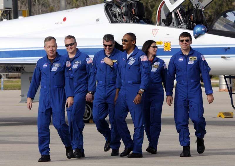[STS-133] Discovery : Préparatifs (Lancement prévu le 24/02/2011) - Page 35 Sans_106