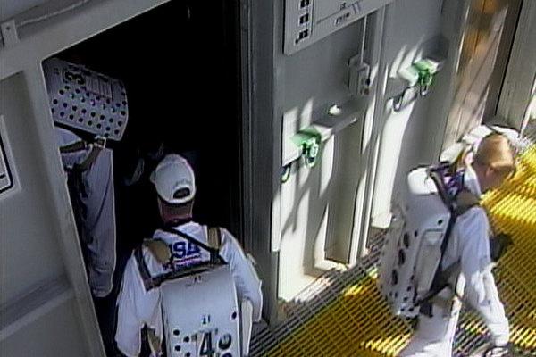 [STS-133]Discovery: fil dédié au suivi du lancement prévu le 24.02.2011 - Page 2 Sans_128