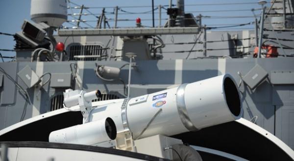 une arme laser déployée 13040911