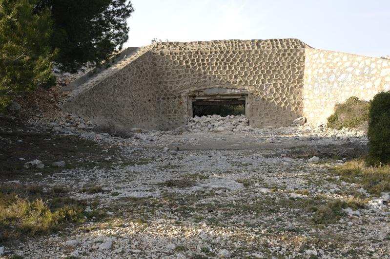 photos d'un bunker perdu en pleine garrigue ( du coter de carro) Bunker10